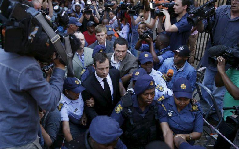 Εισαγγελείς πιέζουν να καταδικαστεί για φόνο ο Οσκαρ Πιστόριους