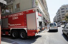 Πυροσβέστες γλίτωσαν από πτώση ηλικιωμένη γυναίκα στο Βόλο
