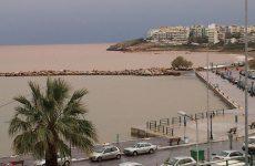 Ενας νεκρός σε πτώση αυτοκινήτου στο λιμάνι της Ραφήνας