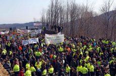 Χαλκιδική: Ανοιξαν τους δρόμους, συνεχίζουν τις κινητοποιήσεις οι μεταλλωρύχοι
