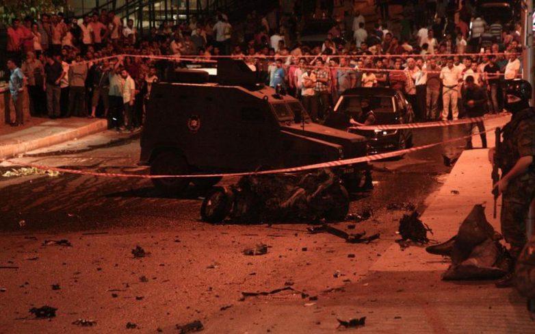 Κύμα επιθέσεων με νεκρούς και τραυματίες στην Τουρκία