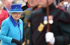 Καταρρίπτει σήμερα το ρεκόρ παραμονής στον βρετανικό θρόνο η βασίλισσα Ελισάβε