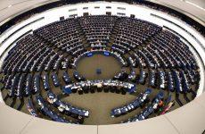 Το ΕΚ ενέκρινε τις προτάσεις Γιουνκέρ για το προσφυγικό