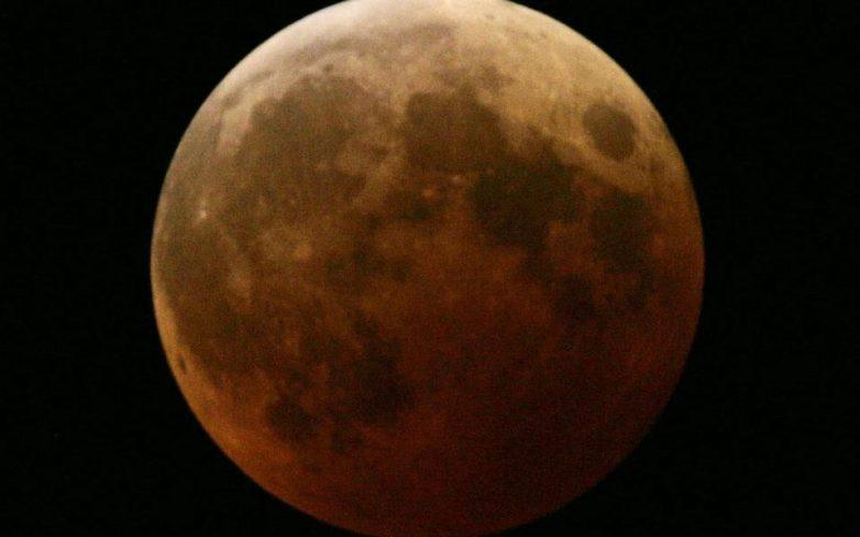 Το «ματωμένο» φεγγάρι