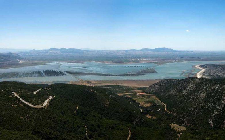 Καθαρισμός τάφρων τροφοδοσίας της λίμνης Κάρλας απο τηνΠεριφέρεια Θεσσαλίας