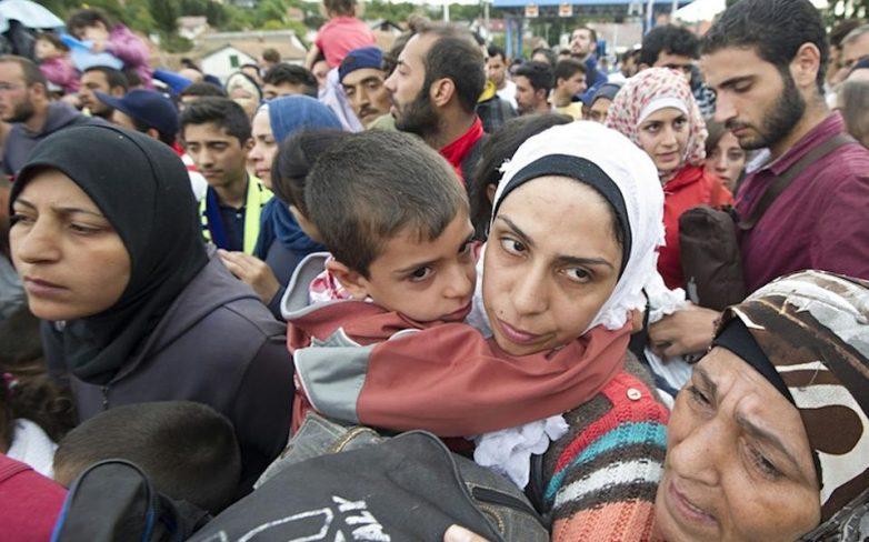 The Guardian: Η Ευρώπη σε κίνδυνο από τους χειρισμούς στο μεταναστευτικό