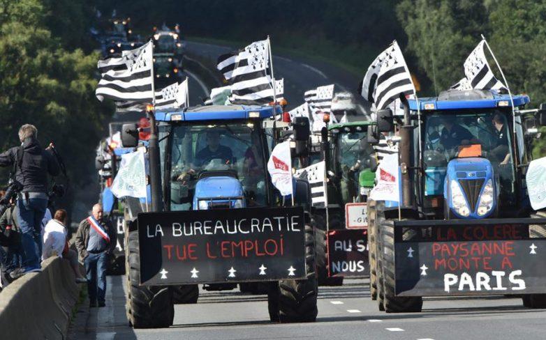 Γαλλία: Κατεβάζουν τα τρακτέρ στο Παρίσι οι αγρότες