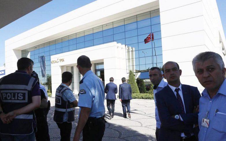 Διώξεις σε τουρκικά ΜΜΕ προ εκλογών