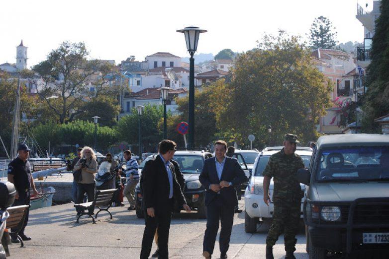 Υπόσχεση Τσίπρα για αποκατάσταση των ζημιών στη Σκόπελο