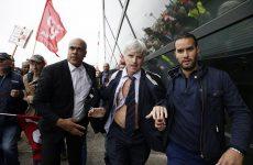 Εργαζόμενοι έγδυσαν τους υπευθύνους της Air France