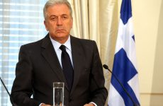Ο επίτροπος Δημ. Αβραμόπουλος στην Ελλάδα