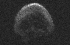Κομήτης σε σχήμα νεκροκεφαλής περνάει κοντά από τη Γη!