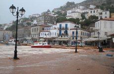 Σε κατάσταση έκτακτης ανάγκης η Υδρα μετά από καταρρακτώδη βροχή
