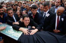 Νταβούτογλου: «Είμαστε κοντά στην ταυτοποίηση των βομβιστών»