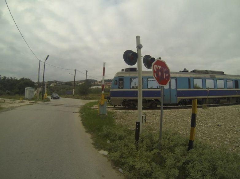 Σύγκρουση τρένου με αυτοκίνητο στη Ν.Ιωνία