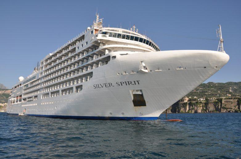 """Στο λιμάνι του Βόλου το """"Silver Spirit"""""""