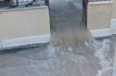 Σπίτια πλημμύρισαν στην Κρήνη Φαρσάλων