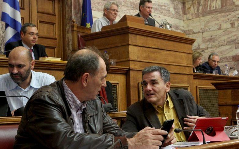 Ψηφίζουν επί της αρχής το ν/σ για τις τράπεζες ΝΔ και Δημοκρατική Συμπαράταξη