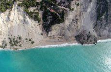 Παλαιά κτίρια, δρόμοι και δίκτυο ύδρευσης επλήγησαν από τον σεισμό στη Λευκάδα