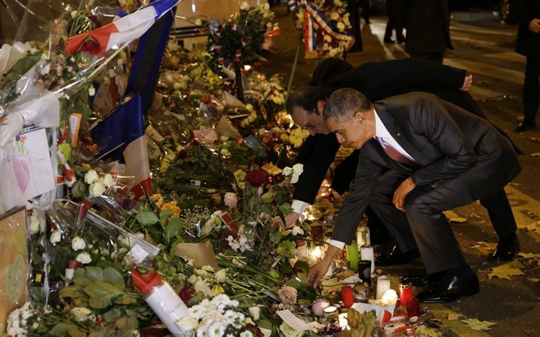 Γαλλία: Φόρο τιμής απέτισε ο Ομπάμα στα θύματα των τρομοκρατικών επιθέσεων