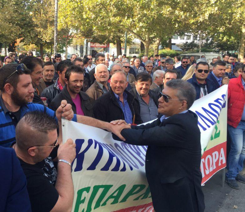 «Είναι εθνικό μας χρέος να συνεχίσουμε να παράγουμε και να στηρίζουμε την παραγωγή» τόνισε ο περιφερειάρχης Θεσσαλίας στο αγροτοκτηνοτροφικό συλλαλητήριο