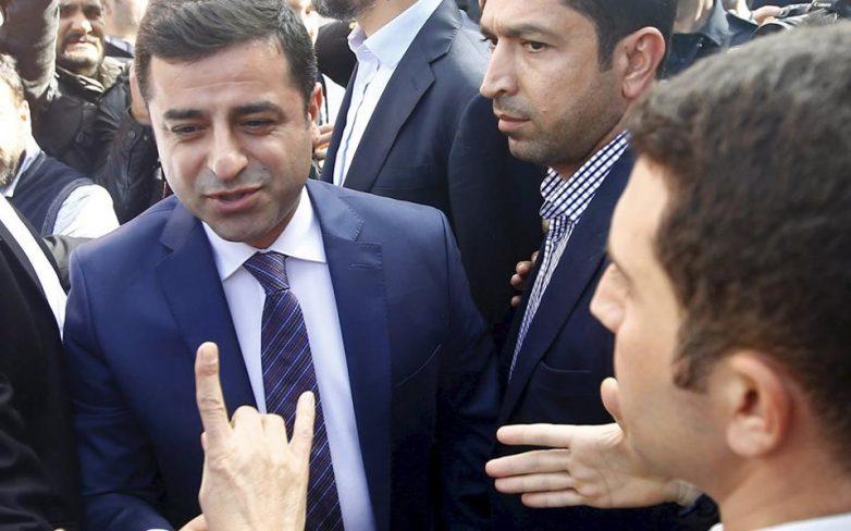Πυρά Ντεμιρτάς κατά Ερντογάν για δημοψήφισμα