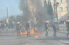 Επεισόδια με μολότοφ και χημικά στο κέντρο της Αθήνας