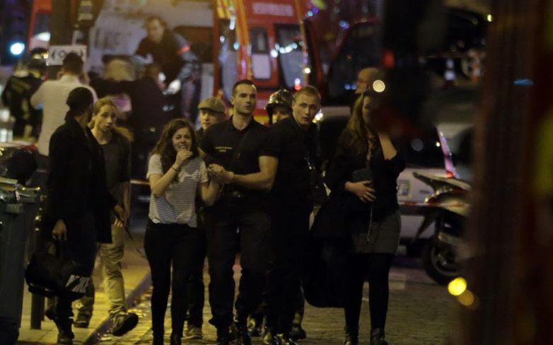 Γαλλία: Τουλάχιστον 40 νεκροί και 100 όμηροι από πολλαπλές επιθέσεις στο Παρίσι
