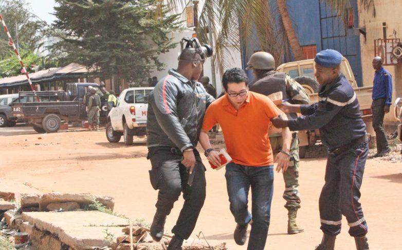 Μάλι: Δεκάδες νεκροί, ελεύθεροι οι όμηροι