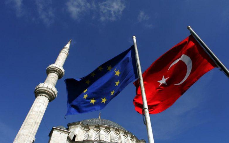 Οξεία κριτική της Κομισιόν στην Τουρκία