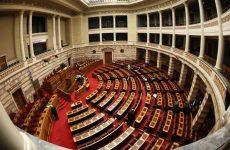 Βουλή: Σάλος και ερωτήματα για την επανακατάθεση της τροπολογίας για το άσυλο