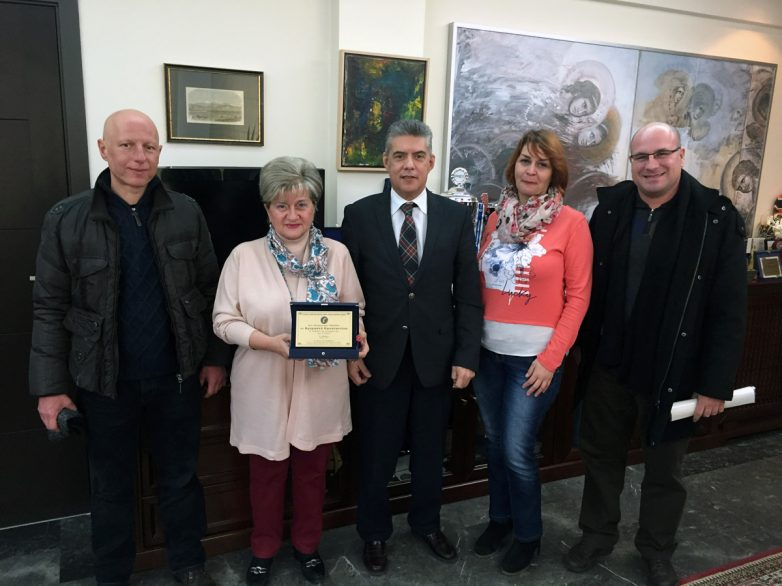 Τιμητική πλακέτα στον περιφερειάρχη Θεσσαλίας για την προσφορά του στην περιοχή, έδωσε ο Σύλλογος Ιδιοκτητών Φροντιστηρίων Ξένων Γλωσσών Κεντρικής Ελλάδας
