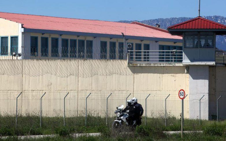 """""""Ο ΕΣΤΑΥΡΩΜΕΝΟΣ"""" και """"Η ΔΙΑΚΟΝΙΑ"""" κοντά στους 650 κρατούμενους της φυλακής Λάρισας"""