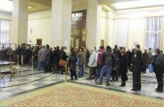 Αρχίζουν κατασχέσεις τραπεζικών λογαριασμών για χρέη σε Εφορία και Δημόσιο
