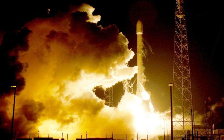 Ιστορική προσγείωση του πυραύλου Falcon 9