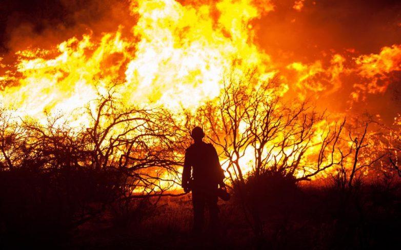 ΗΠΑ: Μεγάλη πυρκαγιά απειλεί πετρελαϊκές εγκαταστάσεις στην Καλιφόρνια