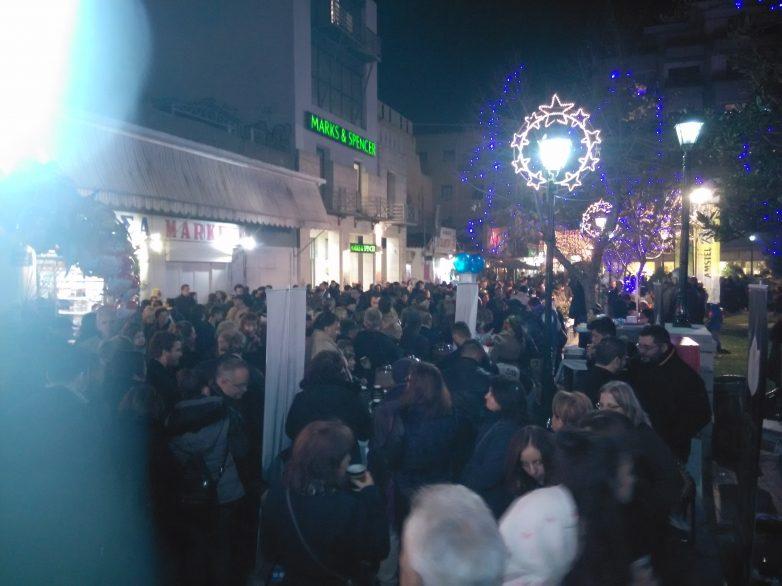 Πλήθος Βολιωτών στην πλατεία του Αγίου Νικολάου για το γιορτινό τραπέζι