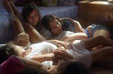 Κορίτσια… στη σκιά της γιαγιάς