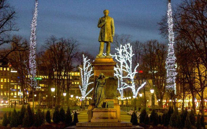 Χριστούγεννα στον κόσμο με ρεκόρ ζέστης και ανεμοστρόβιλους
