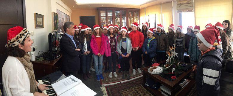 Χριστουγεννιάτικα κάλαντα και ευχές στον περιφερειάρχη Θεσσαλίας