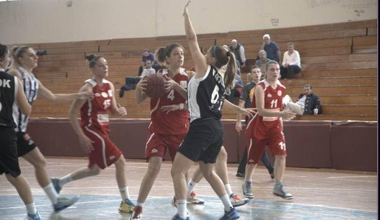 """Στη """"μάχη"""" του πρωταθλήματος μπάσκετ γυναίκες και άνδρες του Ολυμπιακού"""