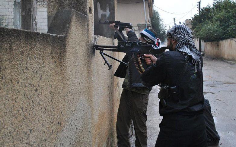 Συρία: Τουλάχιστον 71 νεκροί σε συγκρούσεις μεταξύ κυβερνητικών δυνάμεων και ισλαμιστών μαχητών