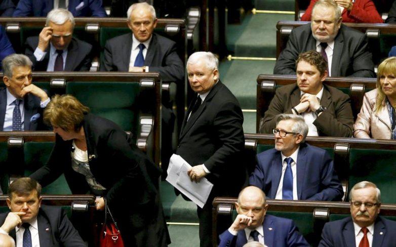 Σε σύγκρουση η Κομισιόν με την Πολωνία