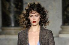6 φυσικές θεραπείες για τα μαλλιά σας