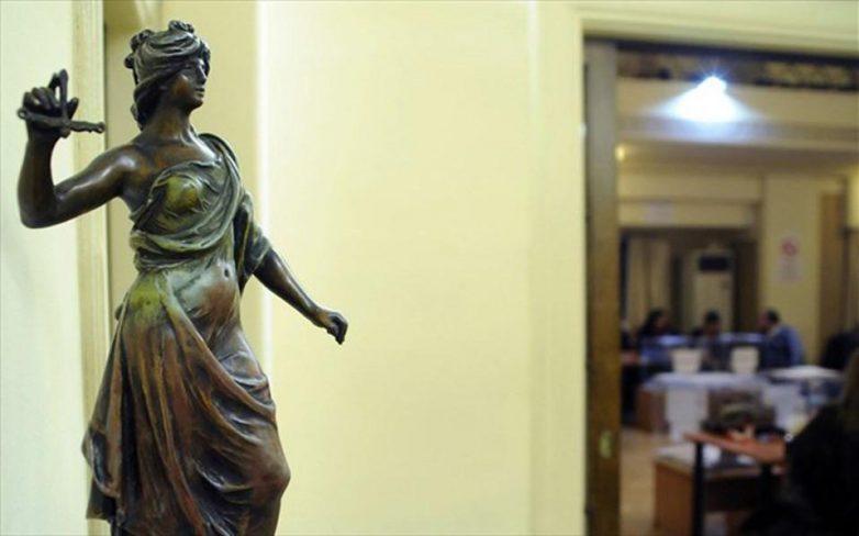 Αντίθετοι δικηγόροι, συμβολαιογράφοι και δικαστικοί επιμελητές στο ασφαλιστικό νομοσχέδιο