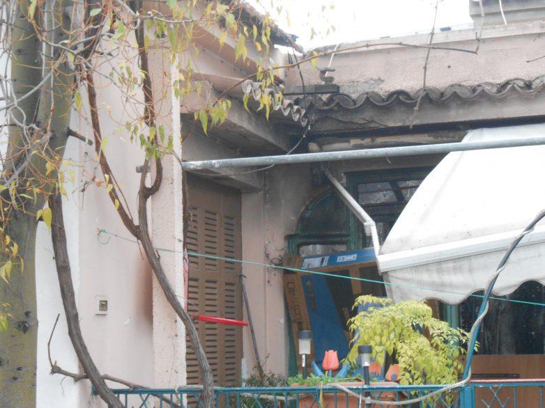 Καταστράφηκαν υφάσματα από πυρκαγιά σε αποθήκη σπιτιού