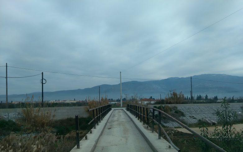 Αντίθετοι στο γκέμισμα της γέφυρας στη Λάμια Διμηνίου