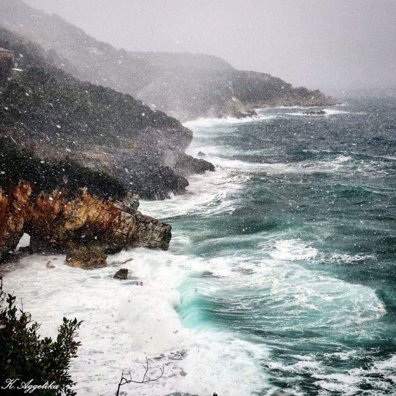 Επιδείνωση του καιρού με βροχές και τσουχτερό κρύο