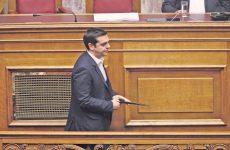 Σε θέση μάχης με επίκεντρο το ασφαλιστικό Αθήνα-τρόικα