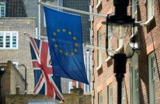 Βρετανία: Δημοσκοπικό προβάδισμα 4% υπέρ του Brexit